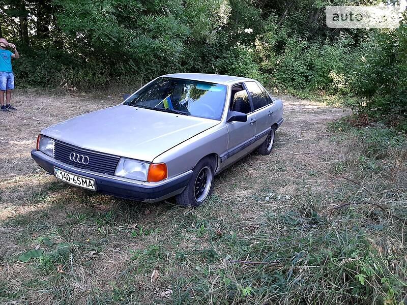 Audi 100 1985 в Литине