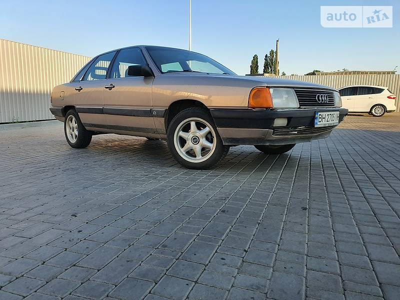 Седан Audi 100 1983 в Одессе