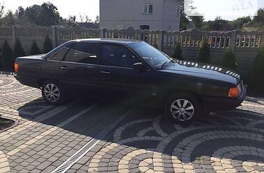 Седан Audi 100 1985 в Львові