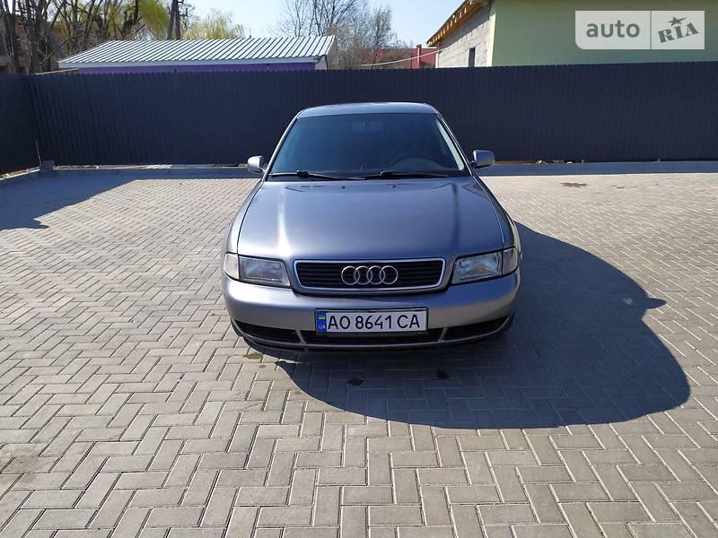 Седан Audi A4 1997 в Ужгороді