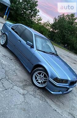 Седан BMW 318 1994 в Киеве