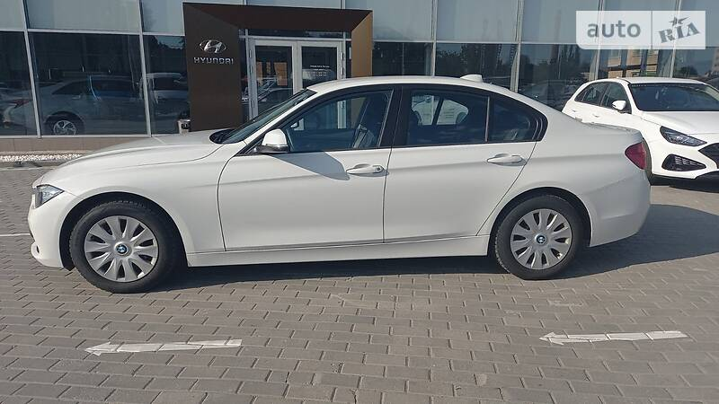 BMW 318 OFFICIAL AUTO 2016