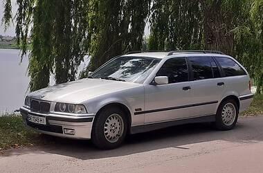 Унiверсал BMW 320 1996 в Млиніві