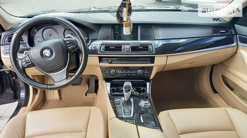 BMW 528 OFFICIAL AUTO 2012