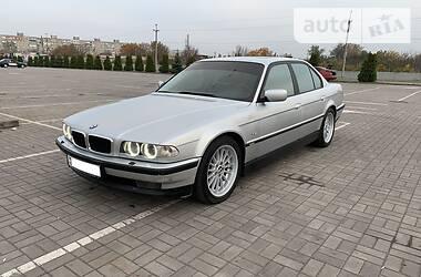 Седан BMW 750 1998 в Мариуполе