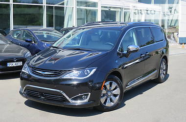 Chrysler Pacifica 2017 в Киеве