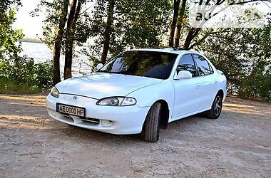 Hyundai Elantra   1996