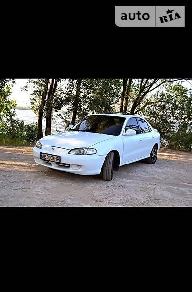 Hyundai Elantra 1996 года