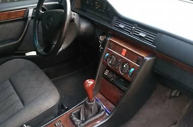 Mercedes-Benz E 220 1993 в Смеле