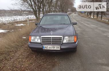 Mercedes-Benz E 230 1986 в Днепре