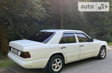 Mercedes-Benz E 230 1992 в Залещиках