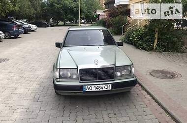 Mercedes-Benz E 260 1987 в Ужгороде