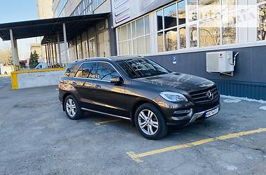 Позашляховик / Кросовер Mercedes-Benz ML 350 2013 в Києві