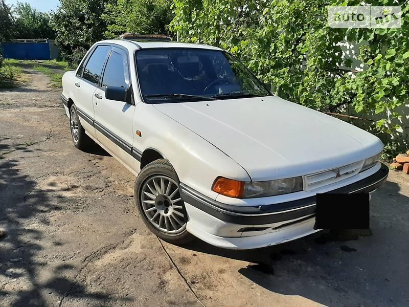 Седан Mitsubishi Galant 1989 в Горностаевке