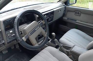 Седан Nissan Laurel 1987 в Никополе