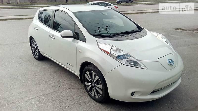 Nissan Leaf 2015 года