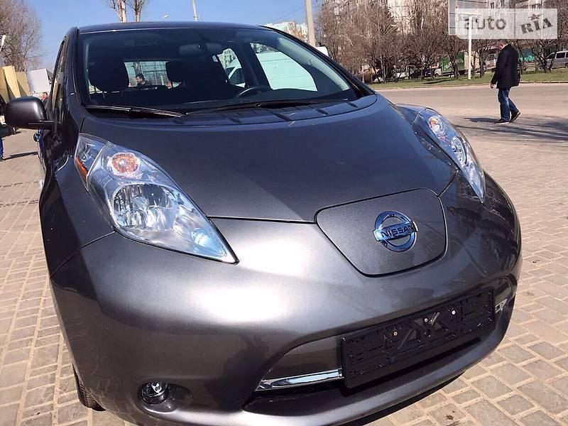 Nissan Leaf 2017 року