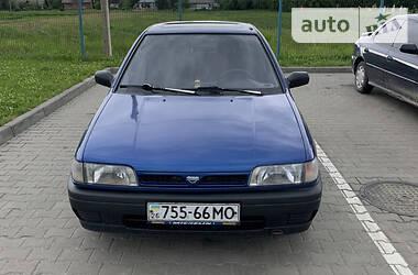 Седан Nissan Sunny 1995 в Черновцах