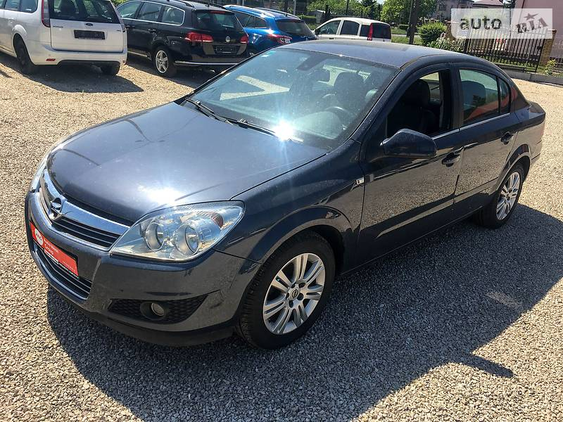 Opel Astra 2010 року