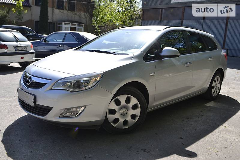 Opel Astra 2012 року