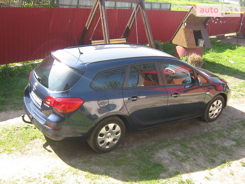 Opel Astra J 2011 в Березному