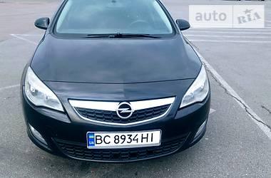 Opel Astra J 2012 в Городке