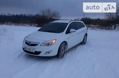Opel Astra J 2011 в Городке