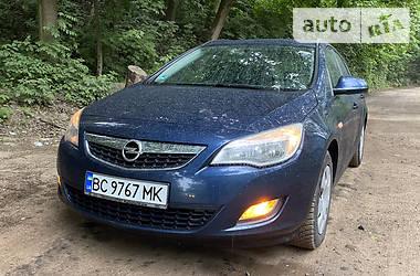 Универсал Opel Astra J 2011 в Львове