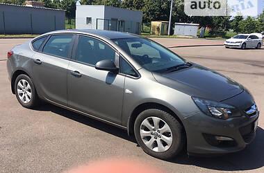 Седан Opel Astra J 2017 в Киеве
