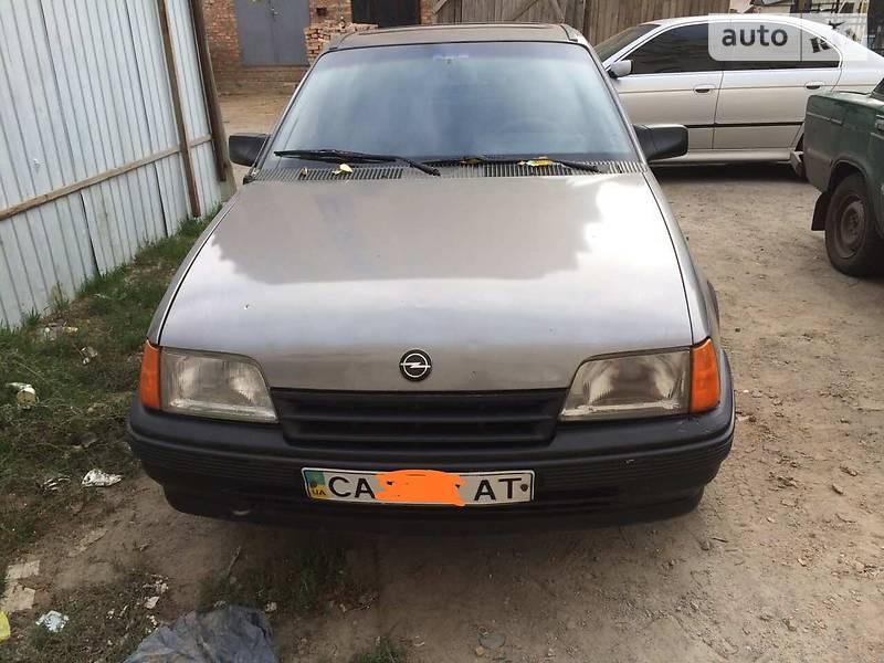Opel Kadett 1990 в Умани