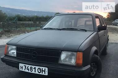 Opel Kadett 1983 в Золочеве