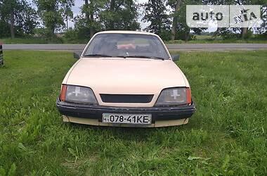 Седан Opel Rekord 1983 в Яготине