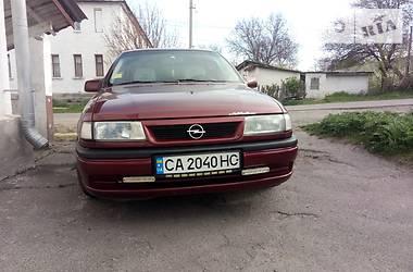 Хетчбек Opel Vectra A 1994 в Ватутіному