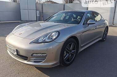 Седан Porsche Panamera 2012 в Киеве