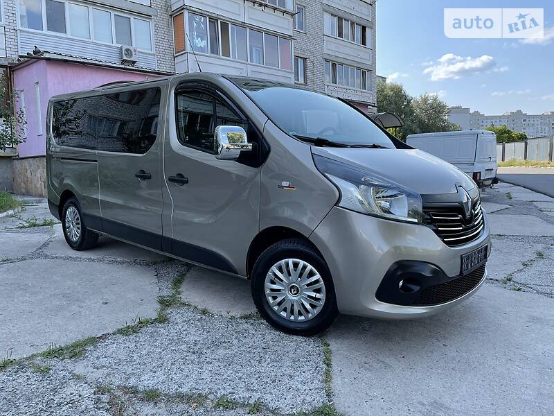 Минивэн Renault Trafic пасс. 2017 в Киеве