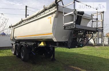 Schmitz Cargobull SKO 2011 в Черновцах