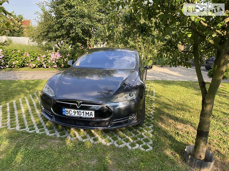 Седан Tesla Model S 2014 в Львове