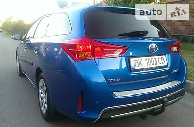 Toyota Auris 2015 в Ровно