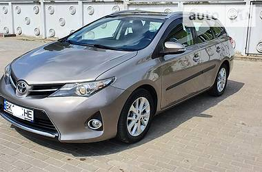Toyota Auris 2013 в Ровно
