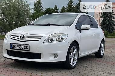 Купе Toyota Auris 2010 в Ровно