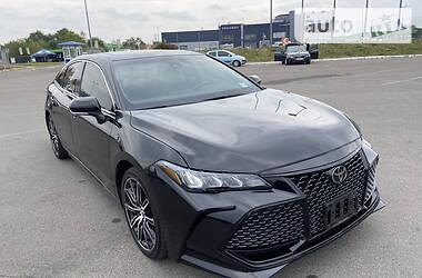 Седан Toyota Avalon 2018 в Львові