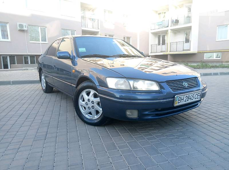 Toyota Camry 1998 в Одессе
