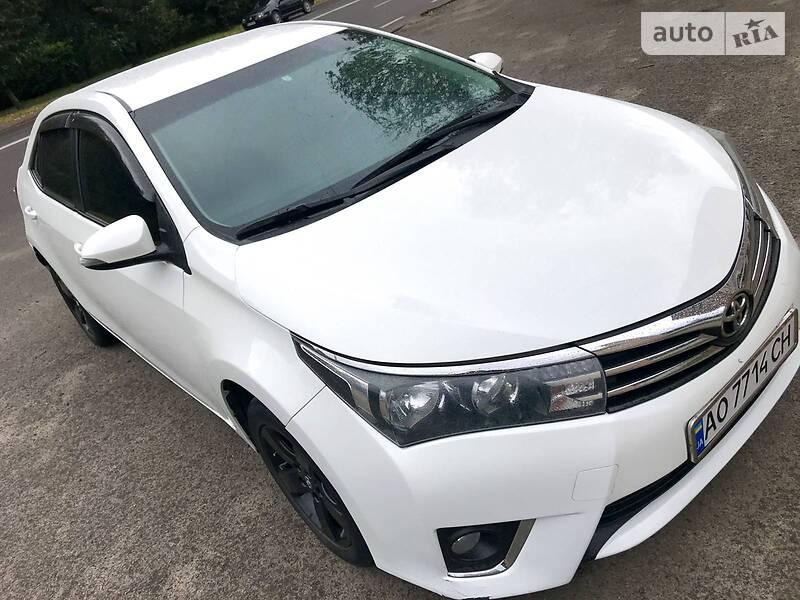 Седан Toyota Corolla 2013 в Львові