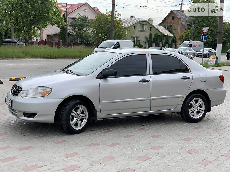 Седан Toyota Corolla 2004 в Черновцах