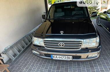 Позашляховик / Кросовер Toyota Land Cruiser 100 2004 в Києві