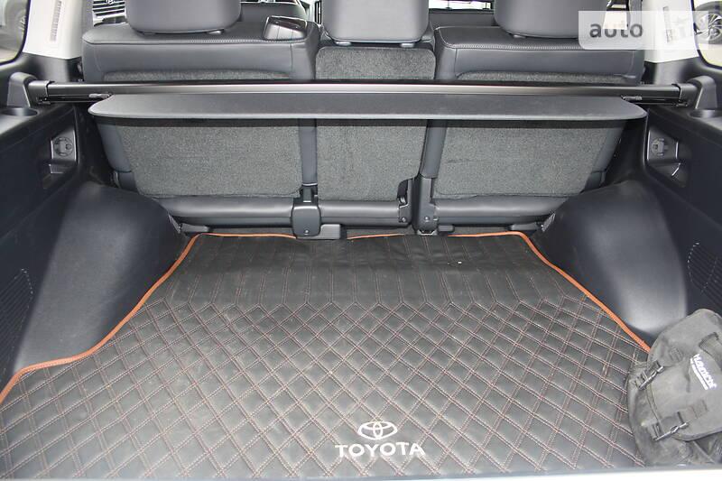 Toyota Land Cruiser 200  2019