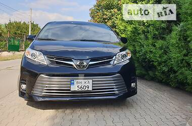 Мінівен Toyota Sienna 2018 в Одесі