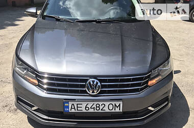 Седан Volkswagen Passat B7 2016 в Дніпрі