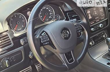 Внедорожник / Кроссовер Volkswagen Touareg 2016 в Черновцах