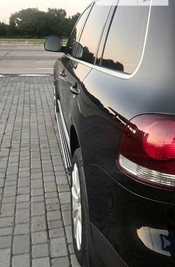 Позашляховик / Кросовер Volkswagen Touareg 2010 в Запоріжжі